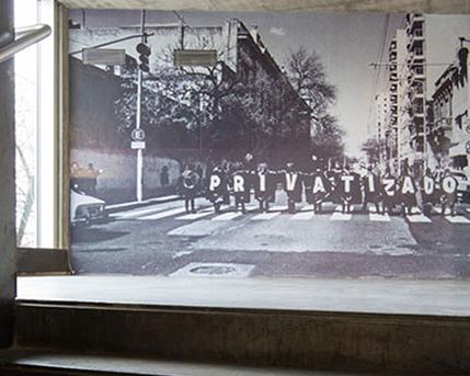 Acceso a primer piso ,Costuras Urbanas,1997