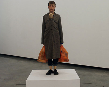 Sala 2. Woman with Shopping / Mujer con compras, 2013