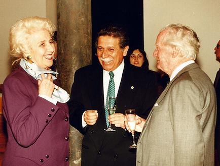 Jeanette Arata de Erize, Embajador de México y Roberto Rocca