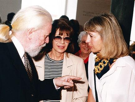 Jorge y Amelia Glusberg junto a Ana María Batistozzi