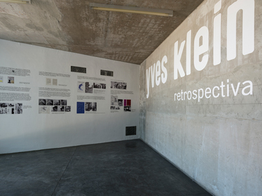 Yves Klein. Retrospectiva. Escalera