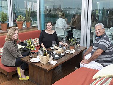 Estela Gismero, Alejandra Britos y Jose Sinland D Espouy