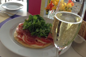 Friendship Day in Café Proa: Pizza+Champagne